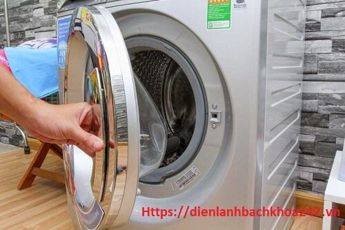 sửa công tắc cánh cửa máy giặt electrolux
