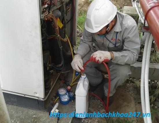 nạp dầu cho lốc điều hòa