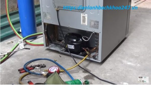 tủ lạnh hết gas dẫn đến tủ có chạy nhưng không lạnh