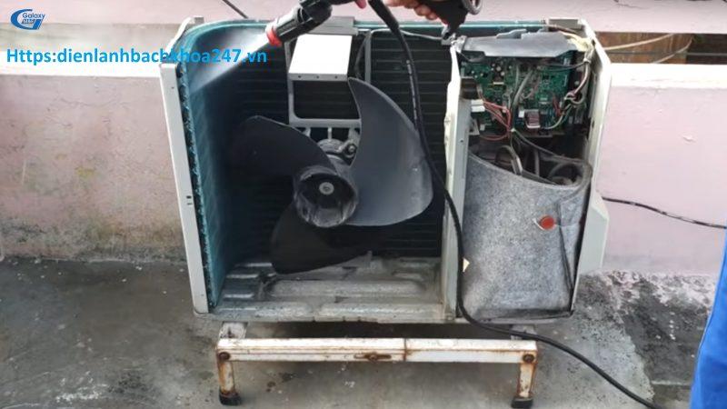 vệ sinh dàn nóng diều hòa panasonic báo lỗi f95